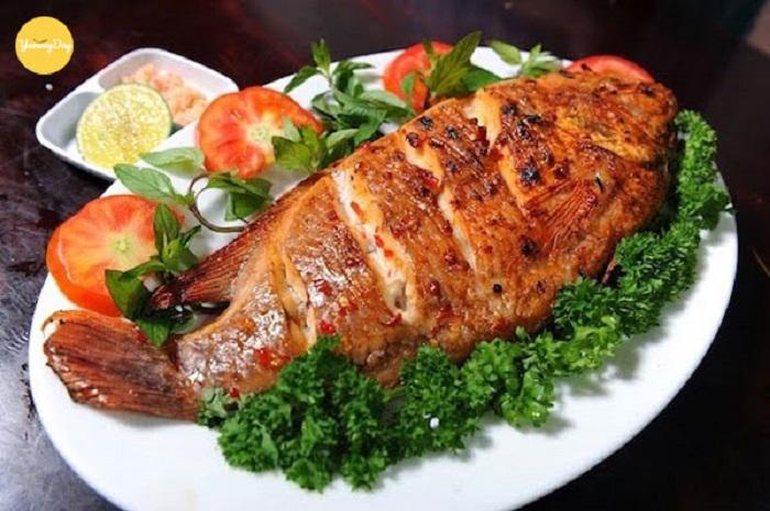 Cá bò nướng muối ớt mang màu sắc sặc sỡ và hương vị đậm đà